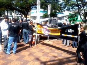 Entidades fazem ação de divulgação sobre campanha contra o aumento de vereadores em Maringá