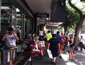 Lojas do comércio de rua em Maringá abrem no primeiro dia útil do ano com liquidações