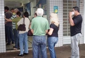 Greve dos bancários completa 14 dias e provoca fila em lotéricas