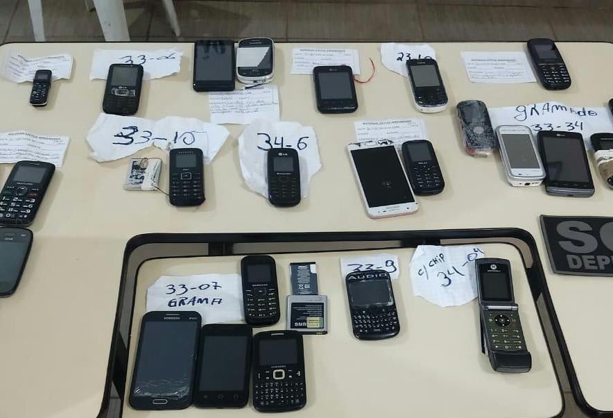 30 celulares são apreendidos na PEM e CCM durante revista simultânea