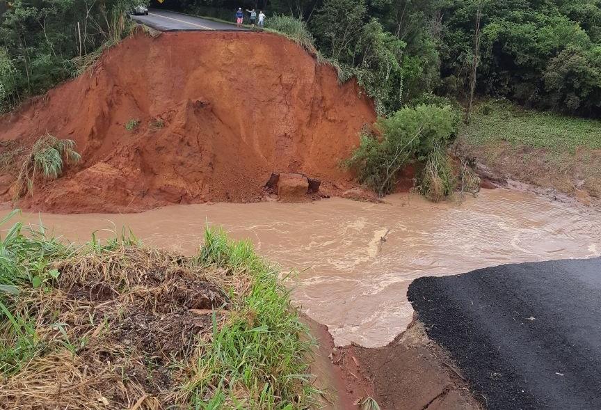 Trecho entre Terra Boa e Cianorte é interditado após queda de ponte