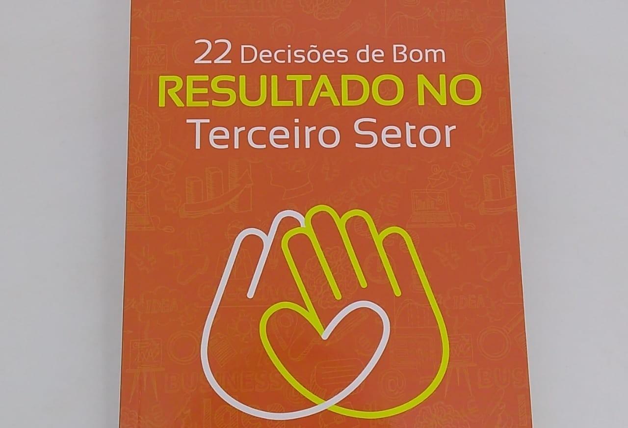 Livro sobre entidades sem fins lucrativos é lançado em Maringá