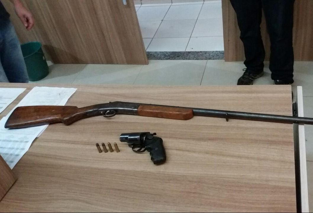 PRF prende suspeito e apreende armas em tentativa de assalto a ônibus