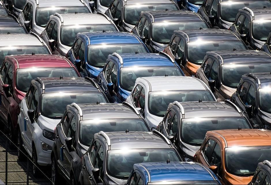 Indústria cresceu 2,5% em um ano; bens duráveis se destacam
