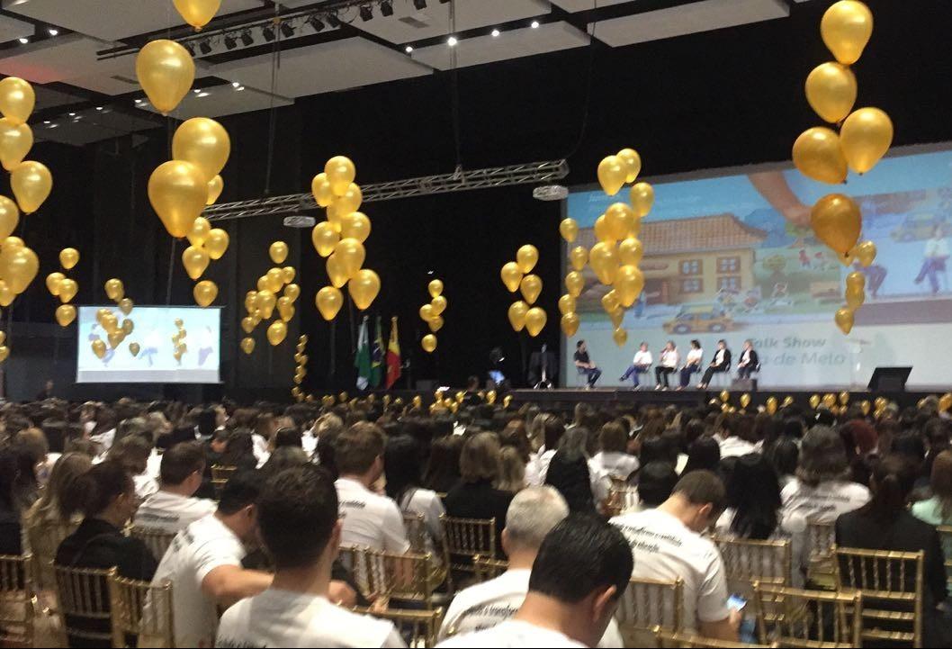 Mais de mil professores participam de encontro sobre educação em Maringá