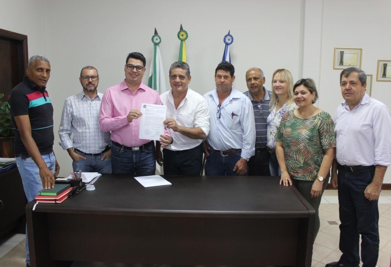 Prefeito assina decreto proibindo reajuste da tarifa de água