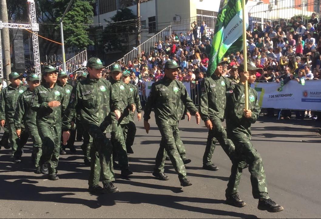 Desfile cívico-militar completa 70 anos em Maringá