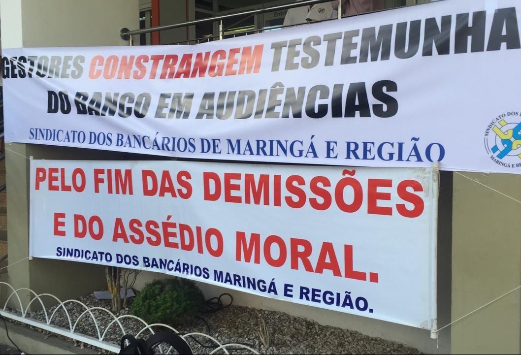 Sindicato dos bancários protesta contra demissões e assédio moral