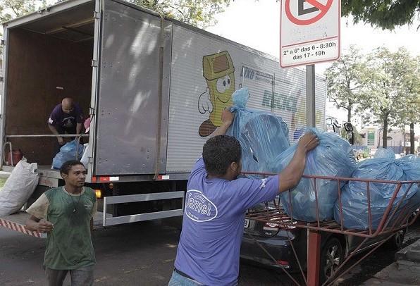 Recicla Comércio cadastra empresas da Avenida Cerro Azul