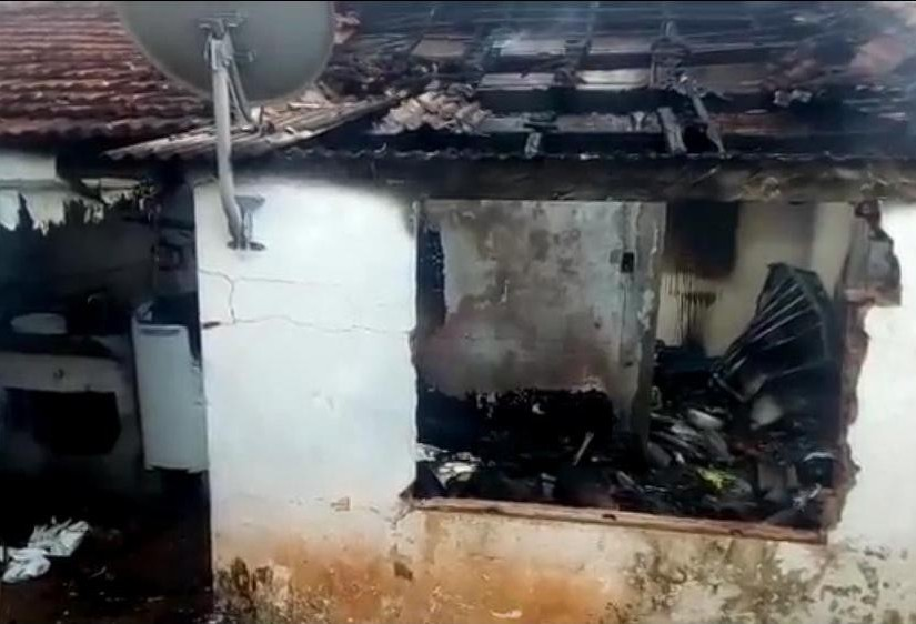 Criança coloca fogo em colchão em Maringá, diz bombeiros