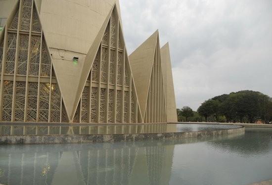 Prefeitura esvazia espelhos d'água da Catedral de Maringá