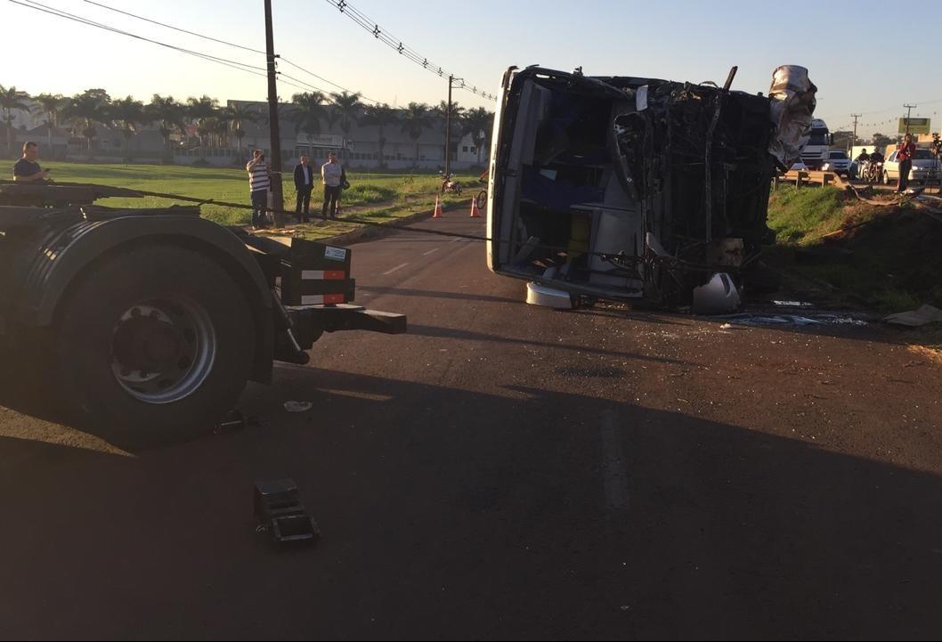 Preso motorista do caminhão que atingiu ônibus