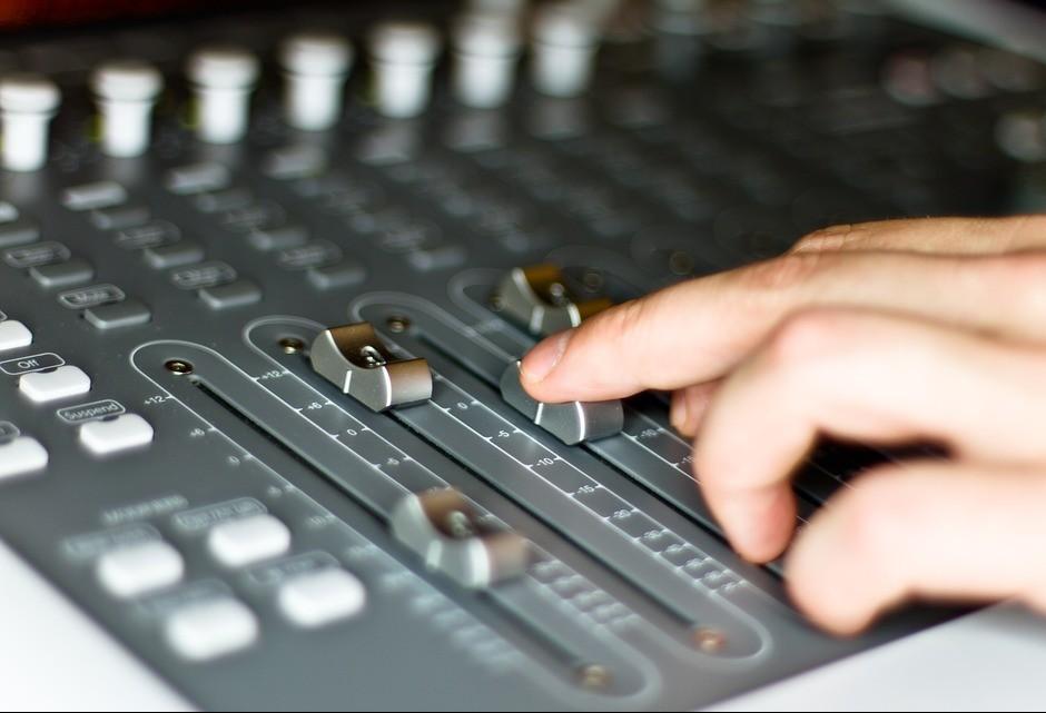 Gilson Aguiar: 'rádios comunitárias podem ter função distorcida'