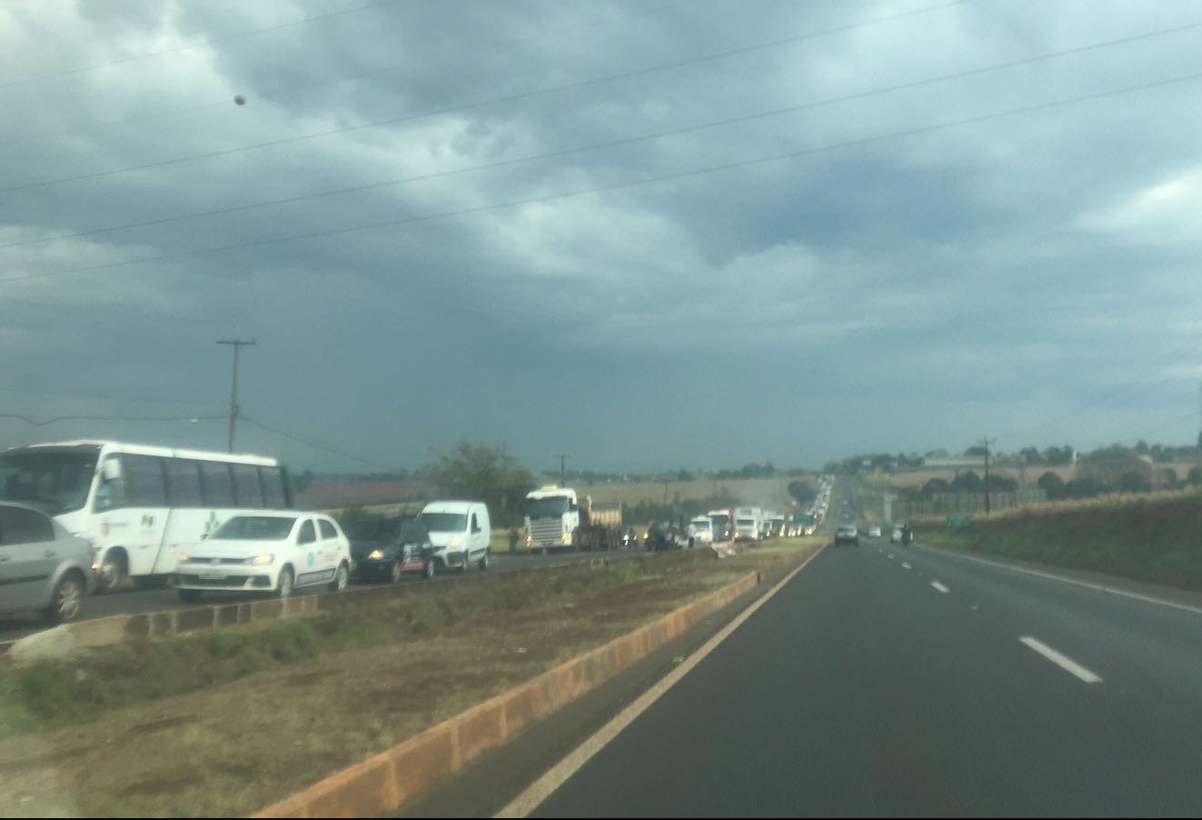 Congestionamento de 6 km na BR-376