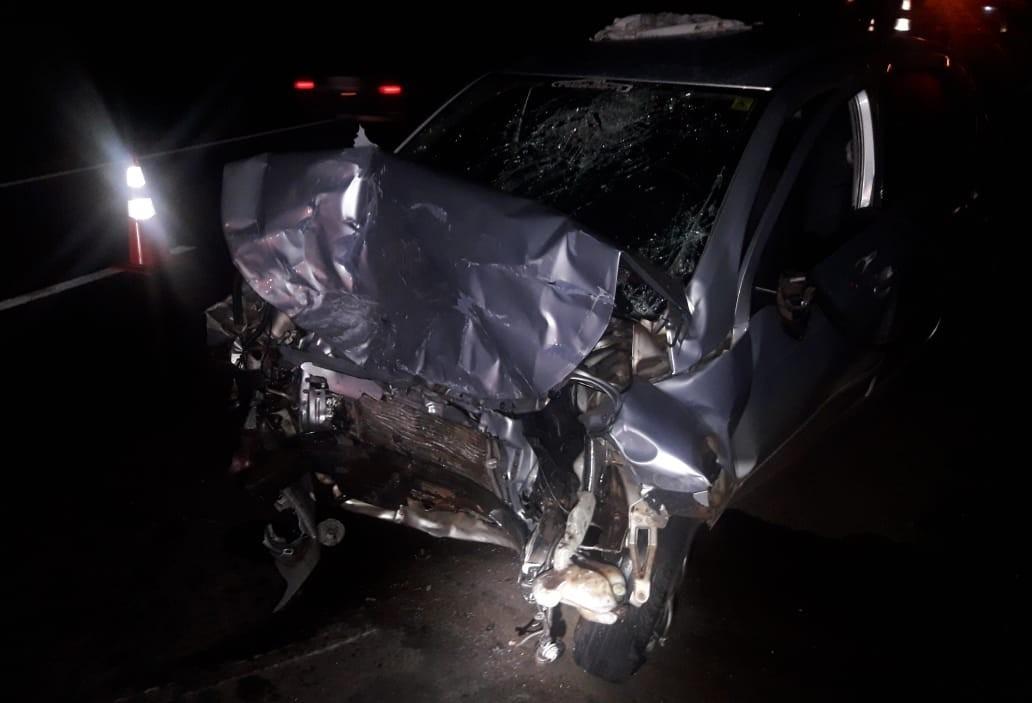 Três pessoas morrem em acidente entre dois carros na BR-376