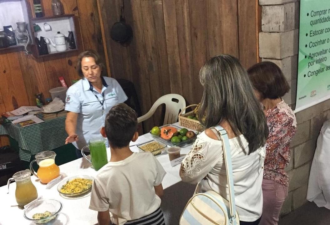 Expoingá tem espaço que orienta visitantes sobre alimentação saudável