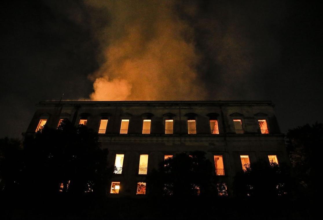 Incêndio repercute na comunidade acadêmica