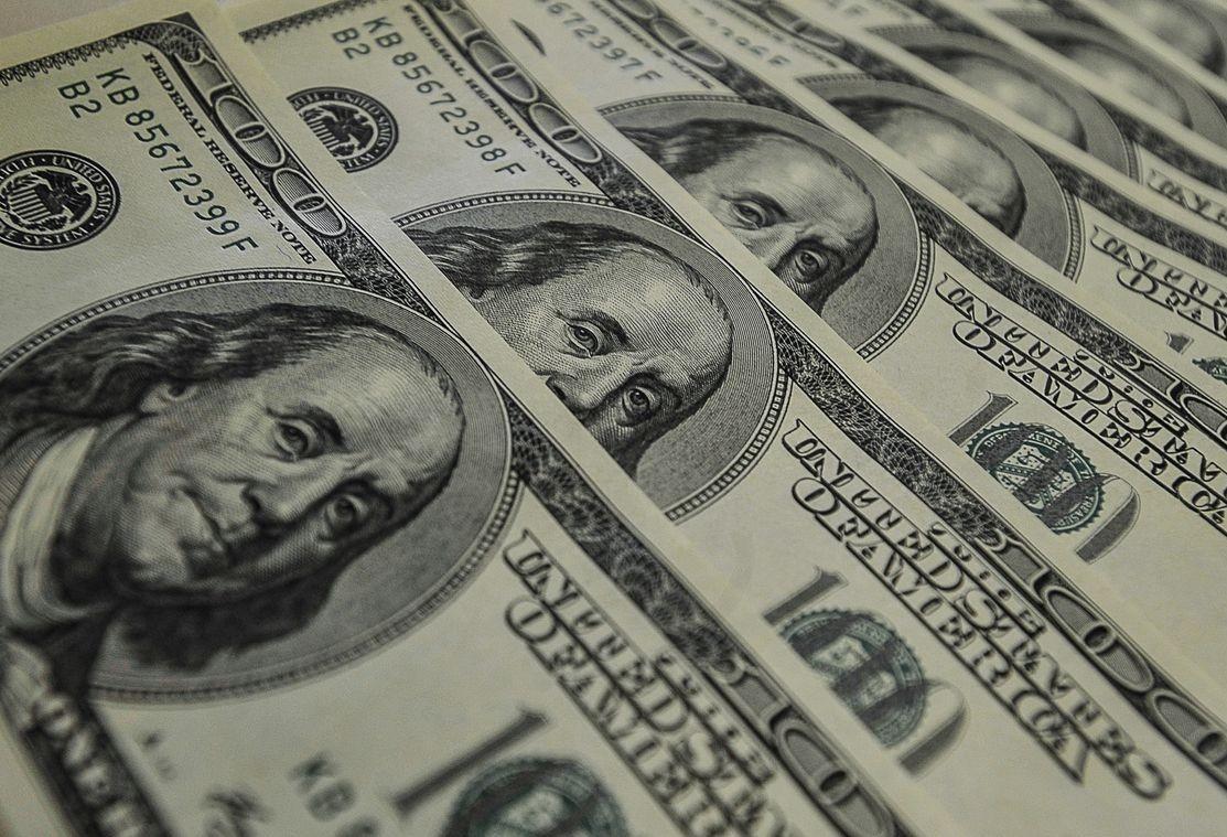 Dólar tem terceira alta consecutiva com atenções ao cenário internacional