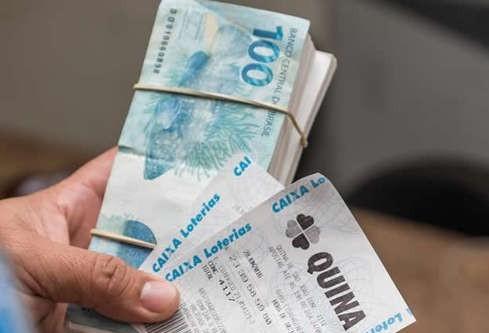 Homem é preso quando aplicava golpe do bilhete premiado em idosa