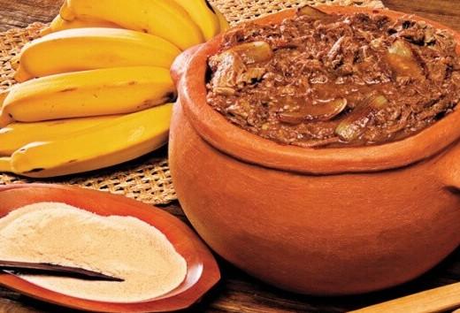 Preparo do prato típico do Paraná: barreado