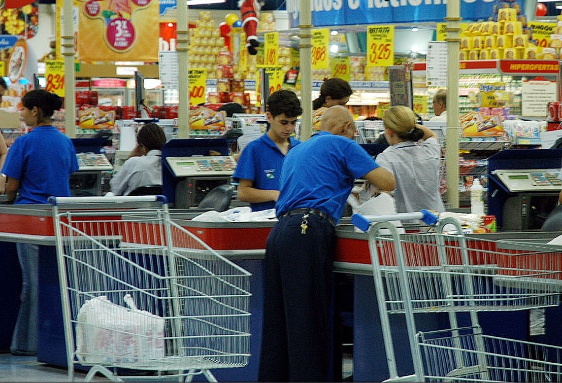 Rede de supermercados abre 220 vagas em Maringá
