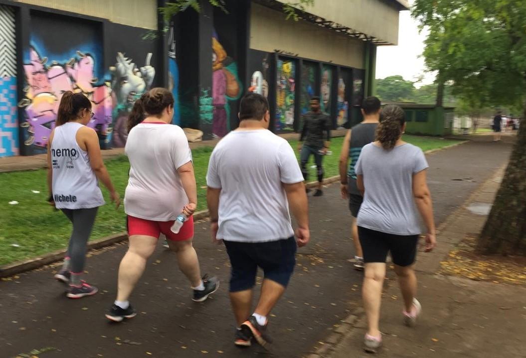 Grupo realiza caminhada contra obesidades