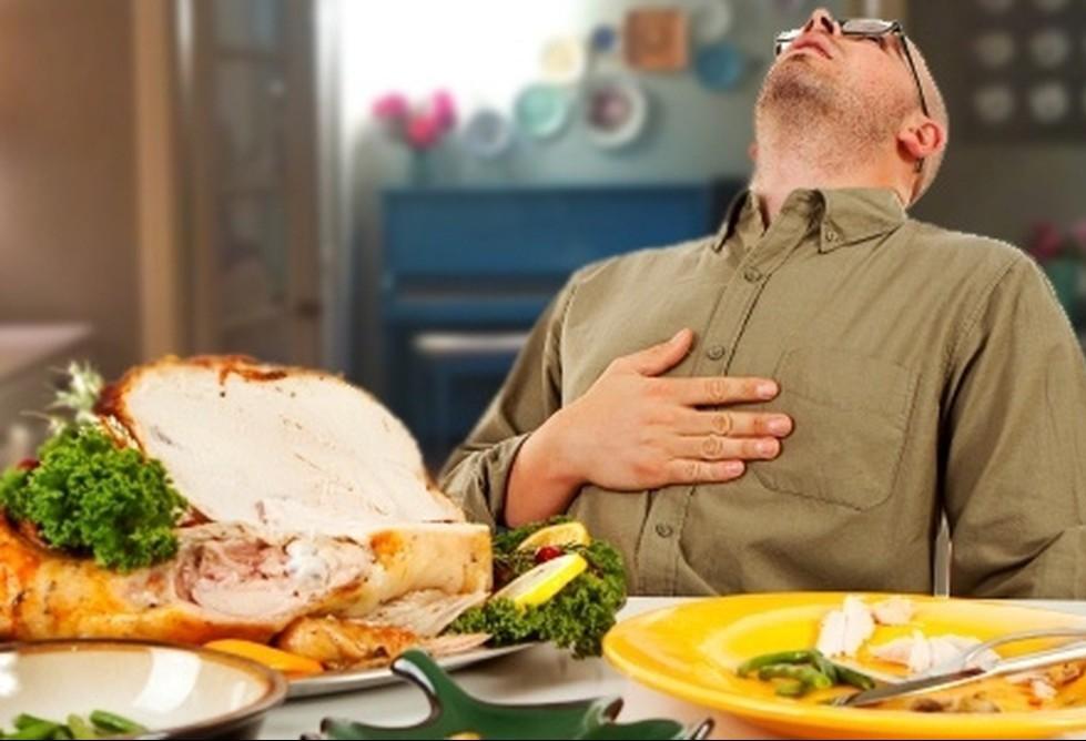 Comeu demais no fim de ano? Saiba como agir agora