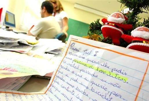 Correios de Maringá ainda têm duas mil cartas para o Papai Noel