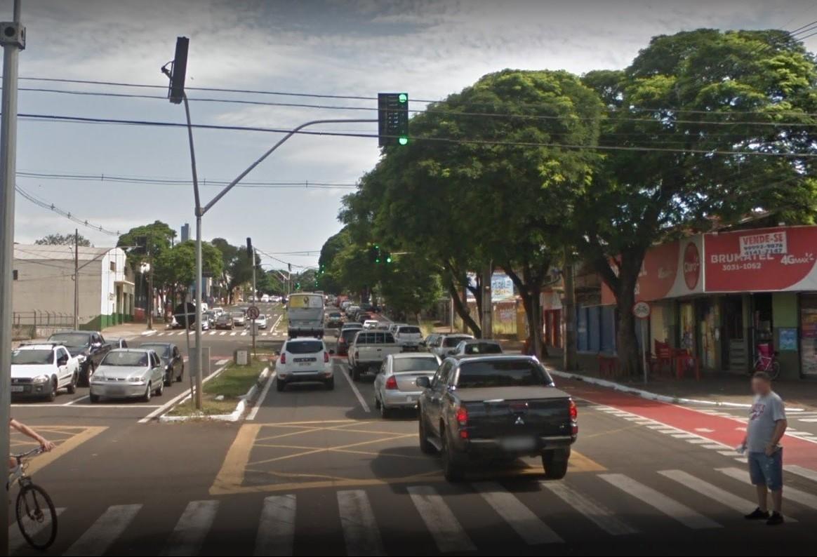 Semáforos de três cruzamentos da Avenida 19 de dezembro estão desligados