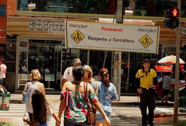 Maringá ainda não sabe como multar pedestre e ciclista