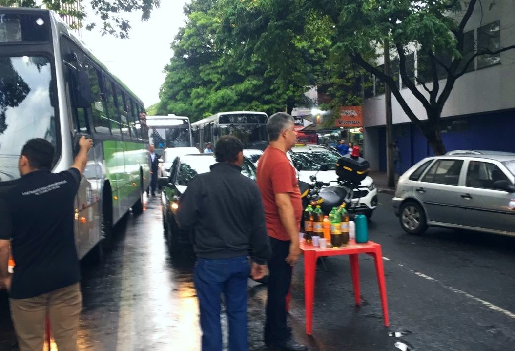 Comerciantes protestam no centro de Maringá
