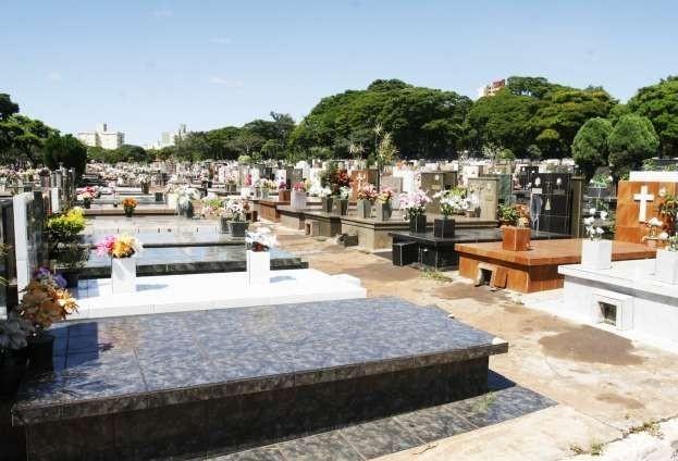 Cemitério Municipal espera 130 mil visitantes para Finados