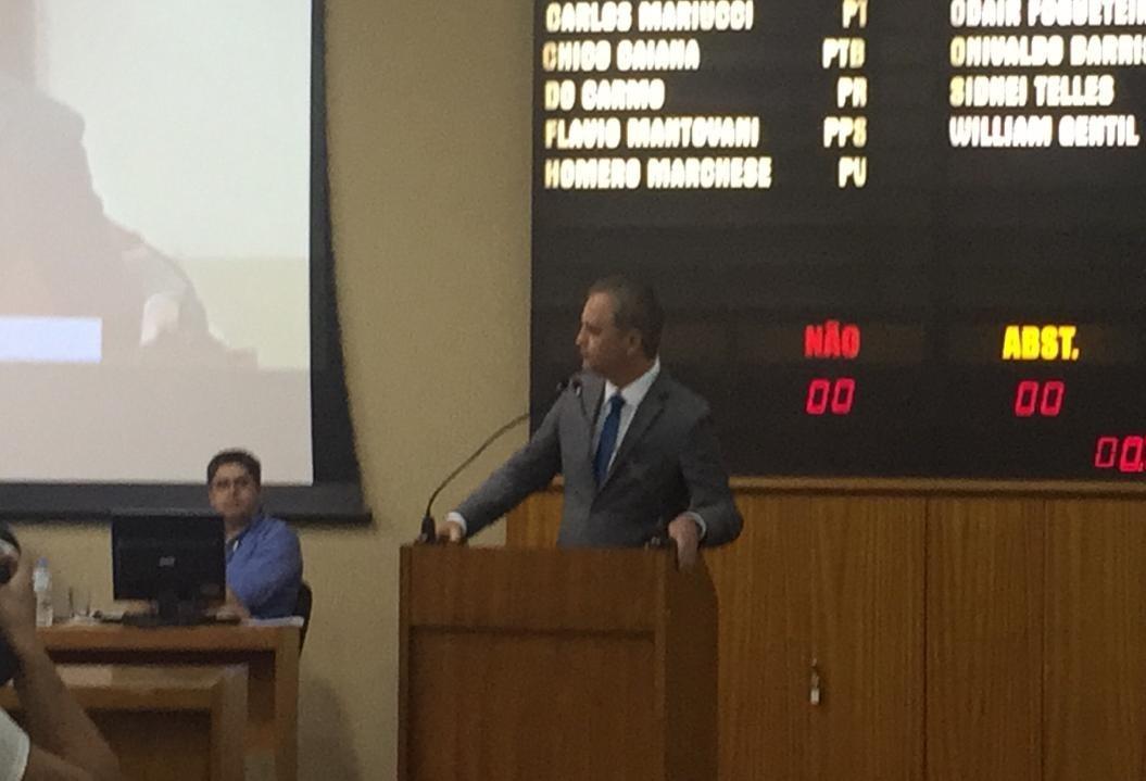 Em gesto político, prefeito de Maringá, Ulisses Maia, participa da primeira sessão da Câmara em 2018