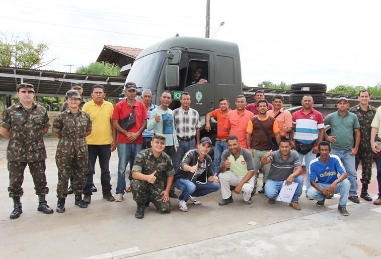 Transportadora de Maringá vai empregar 36 motoristas refugiados