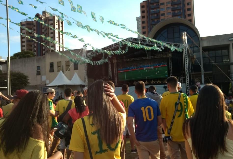 Maringaenses criticam arbitragem em jogo do Brasil contra Suiça