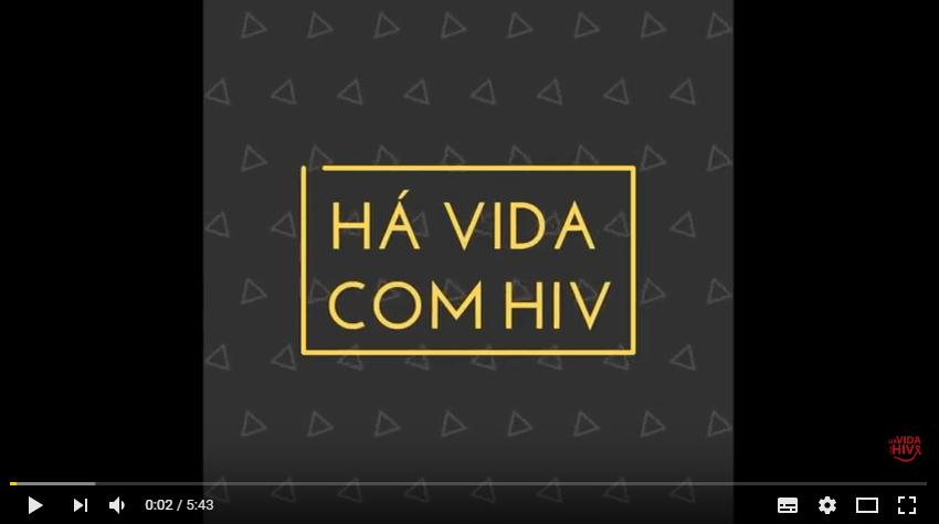 Jovem soropositivo cria canal no Youtube e cartilha para falar sobre HIV