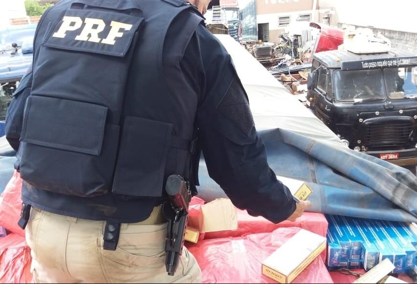 PRF apreende mais de 800 caixas de cigarros contrabandeados do Paraguai