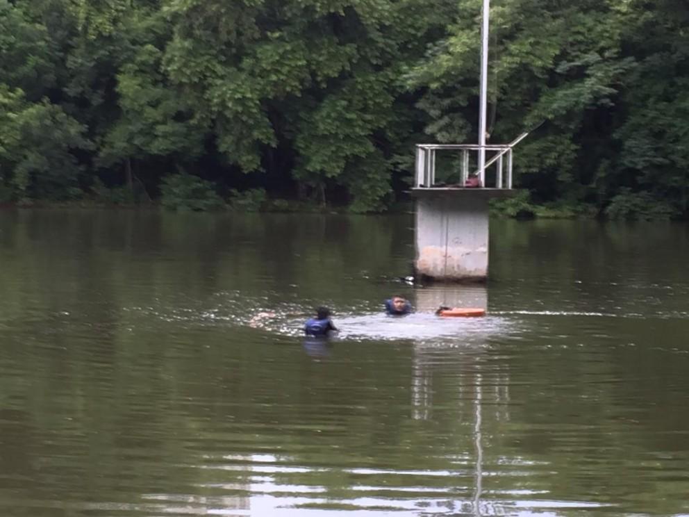 Dois jovens invadem Parque do Ingá e caem no lago