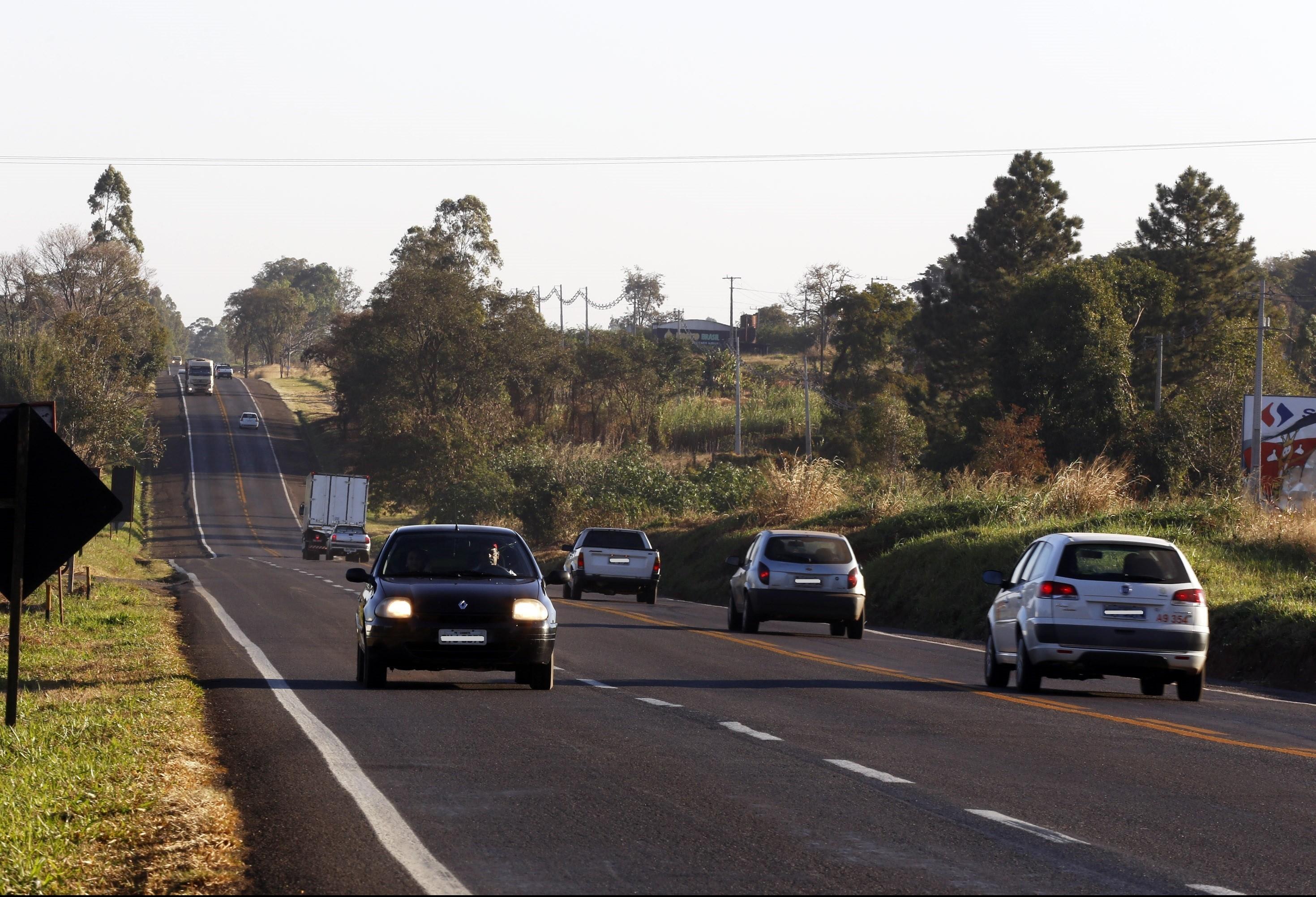 DER está alterando sinalização em rodovias de pista simples