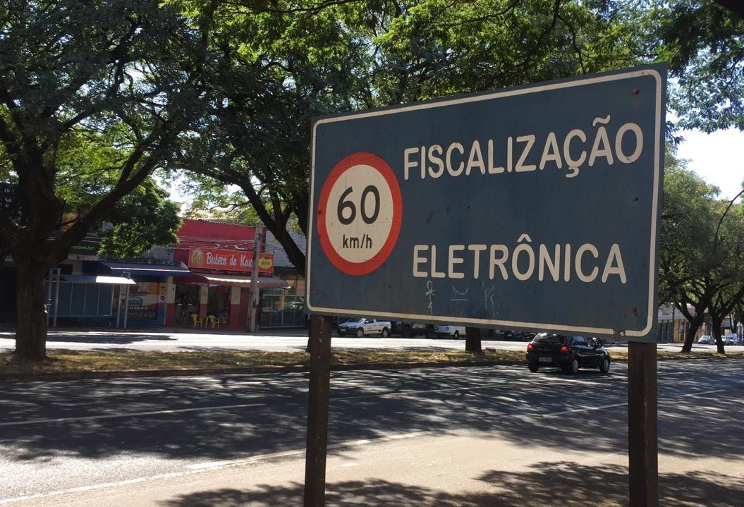 Veículos na Colombo não respeitam limite de velocidade
