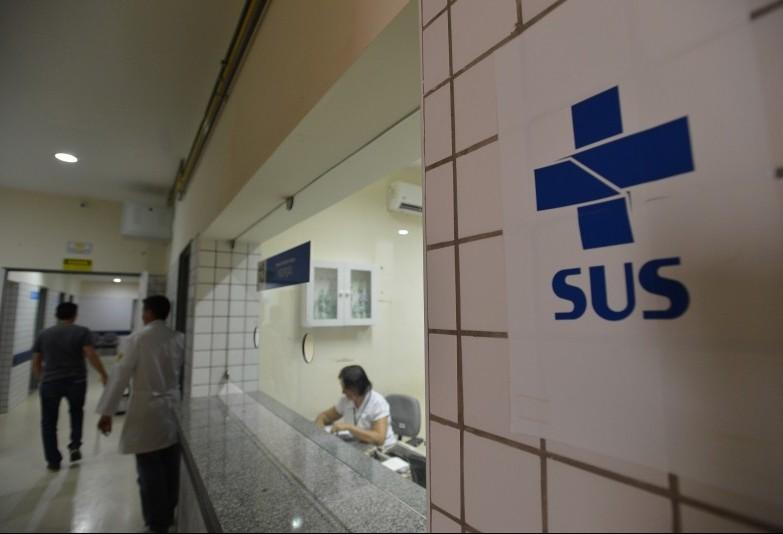 Crise motiva cancelamentos de planos de saúde e aumenta demanda no SUS