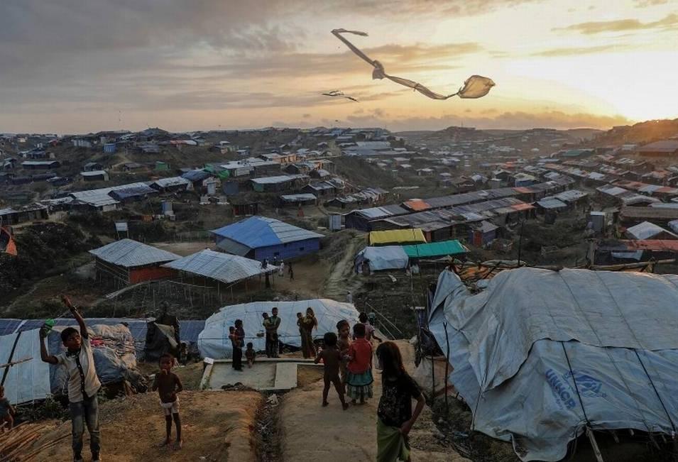 Acampamento de refugiados de Bangladesh recebe sistema de distribuição de água potável movido a energia solar