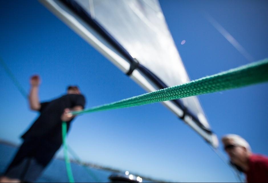 Explorador inicia expedição em barco de plástico reciclável