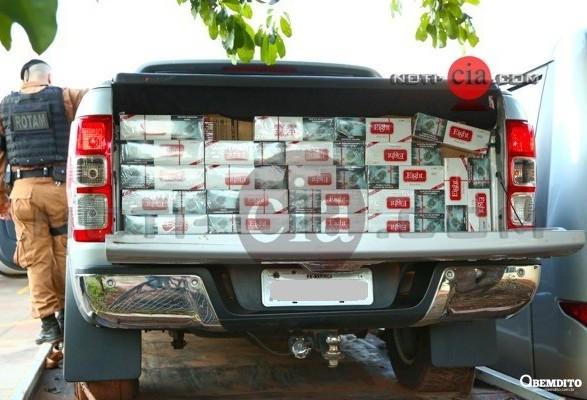 45 caixas de cigarro e 1 kg de maconha são apreendidos em veículo com placa de Maringá