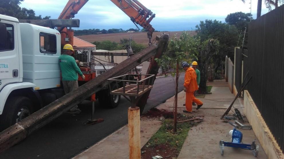 163 postes caíram durante temporais este ano