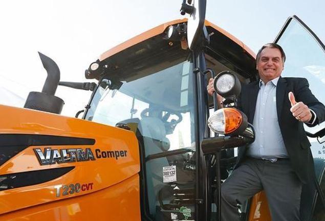 Bolsonaro pede redução de juros ao presidente do BB para o setor rural