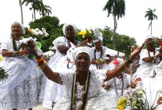 Pessoas ainda veem com maus olhos as religiões afro-brasileiras
