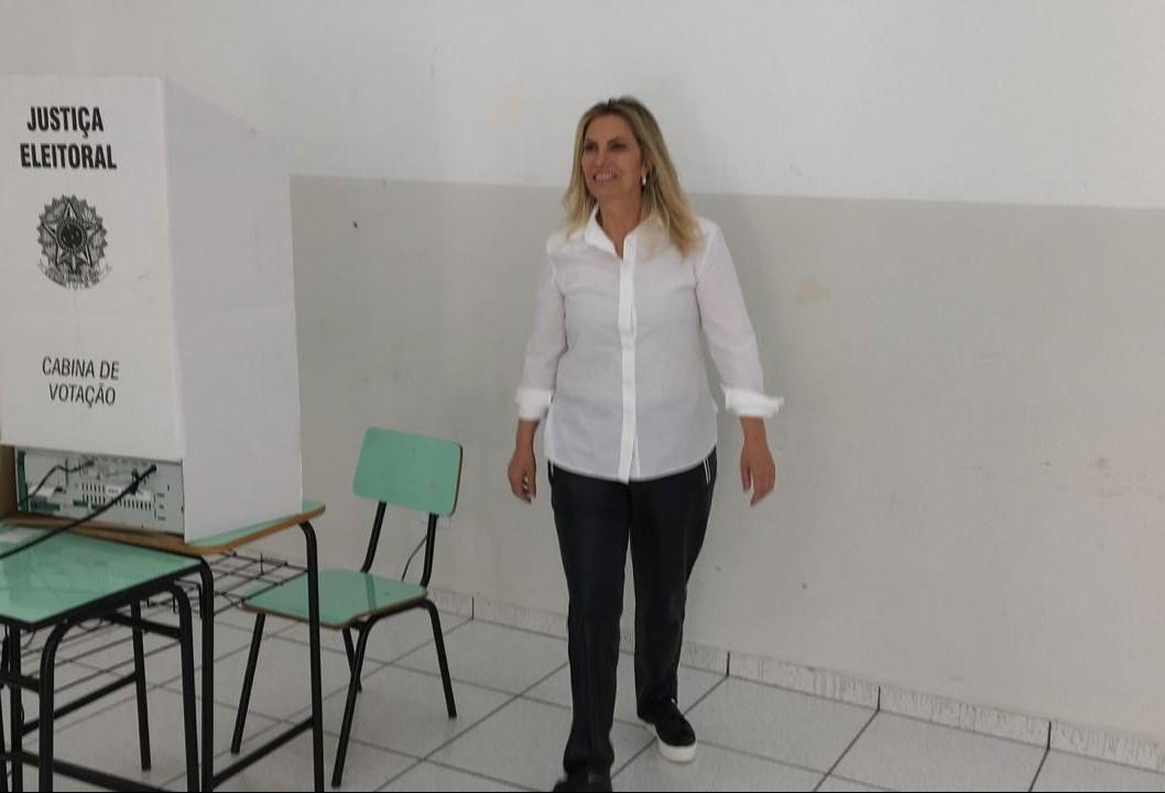 Governadora Cida Borghetti vota no Colégio Regina Mundi, em Maringá
