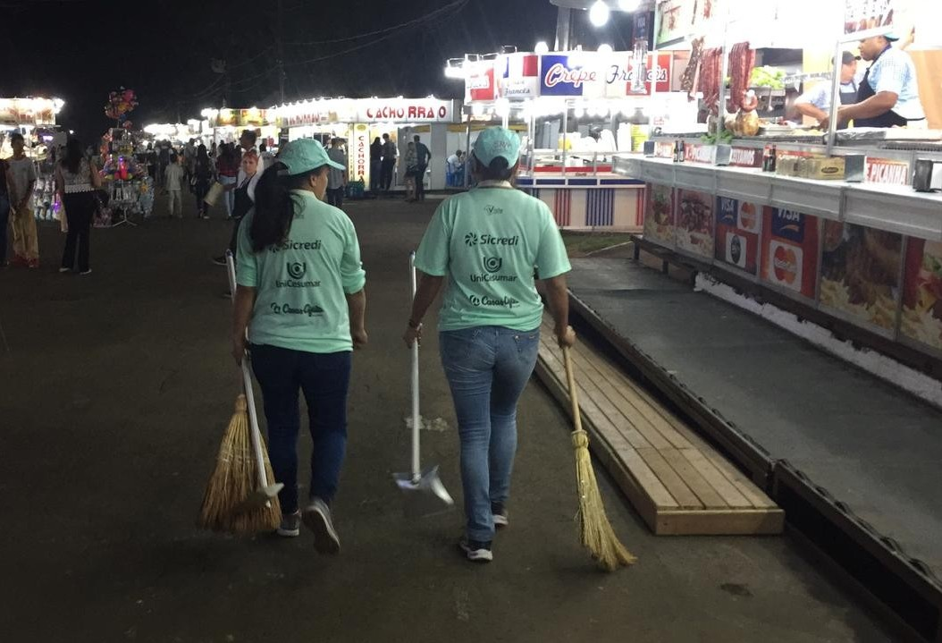 Quase 270 funcionários cuidam da limpeza no parque de exposições