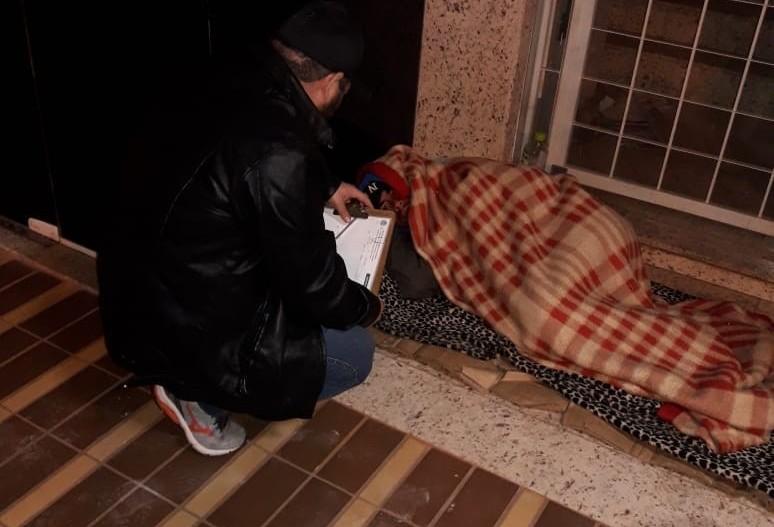 Apenas sete moradores de rua aceitam abrigo para escapar do frio
